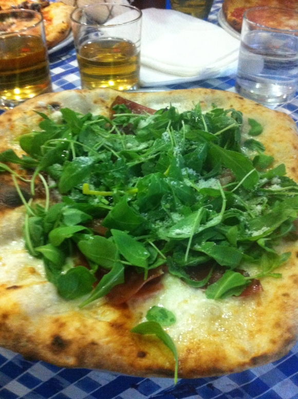 voila, the rucola pizza. its like eating a salad, right?!?!?! note: under leaves there is a massive amount of cheese, oil, and prosciutto crudo